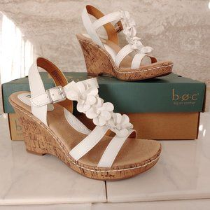B.O.C -- White Wedges with flowers -- Size 7M  NEW